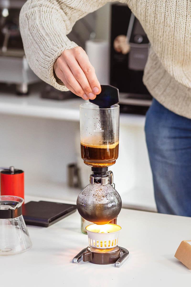Kawa w górnej części syfonu